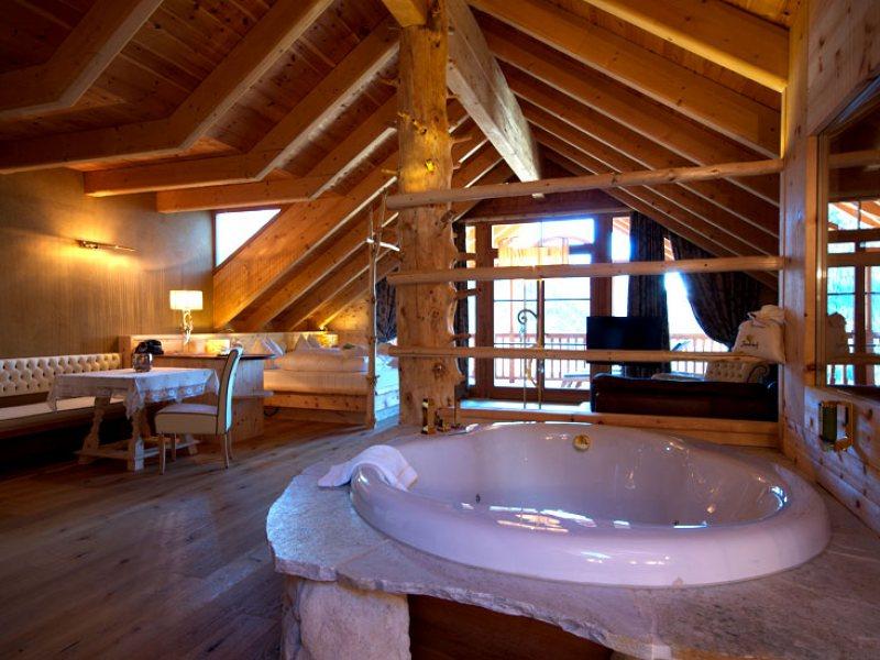 Hotel Con Camino E Vasca Idromassaggio In Camera: Dormire la grotta ...